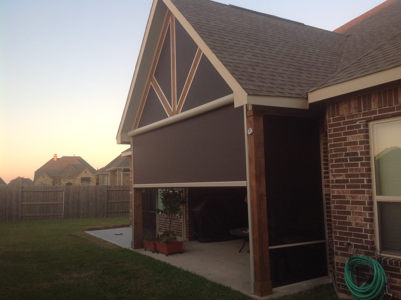 Houston, TX Motorized Retractable Screens, Solar Screens