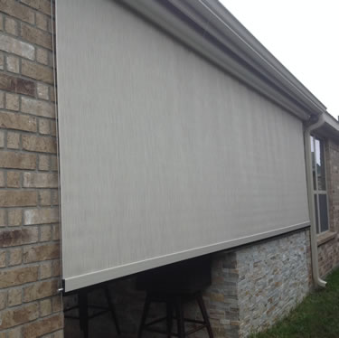 Retractable Solar Shades On A Cable System